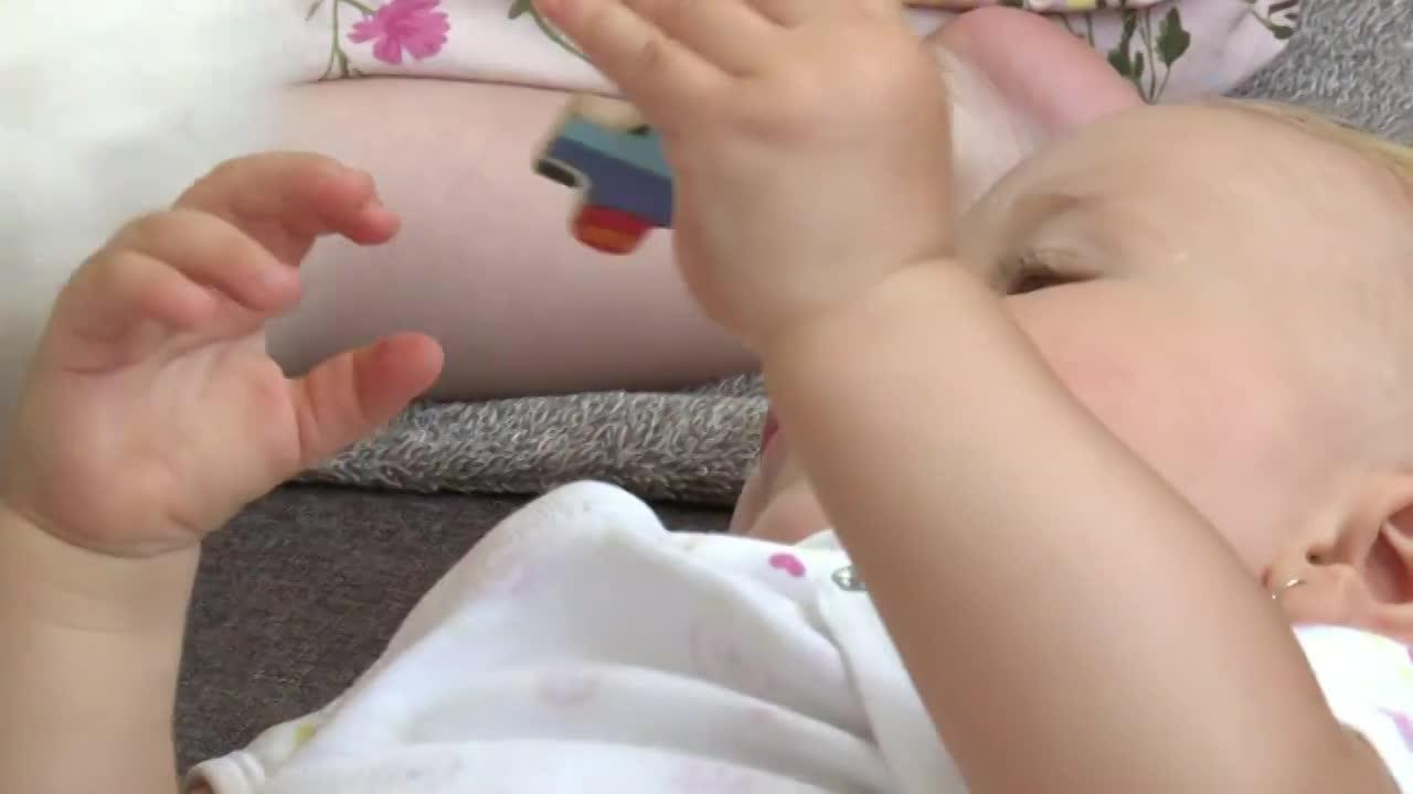 Pri prebaľovaní jej dieťa skoro spadlo
